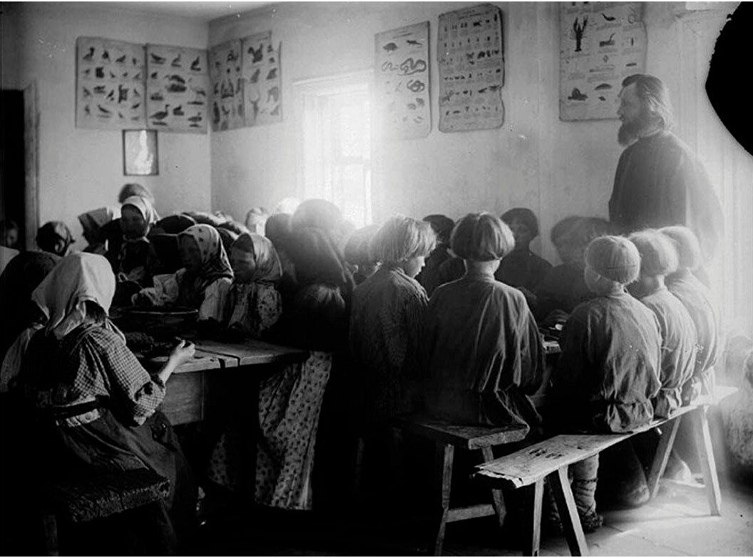 Детская столовая в школе села Черновское, Сергачский уезд.