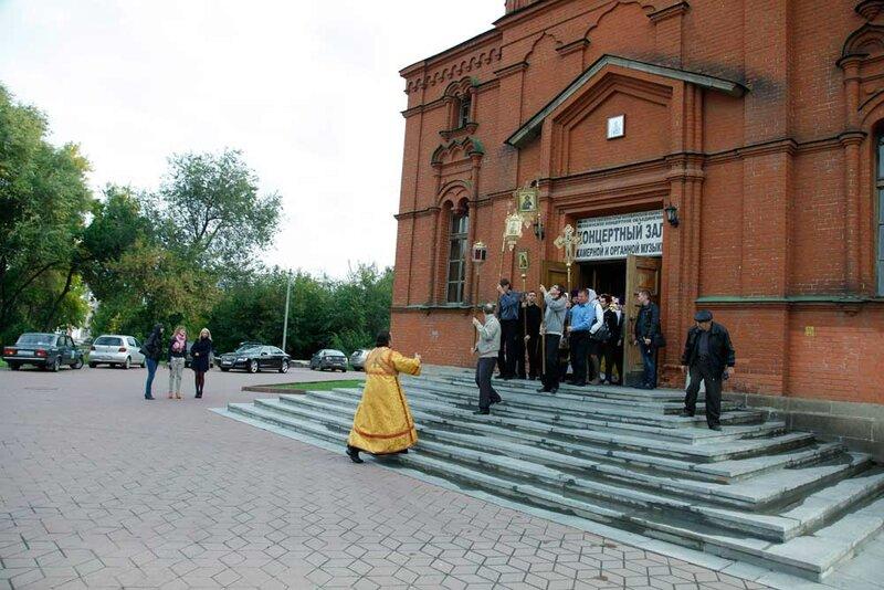 Вход в храм (14.06.2013)