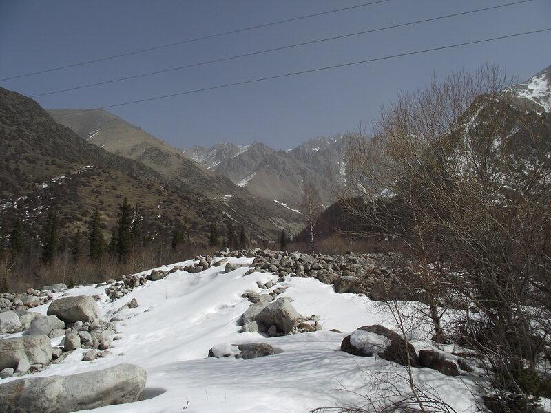 Горы в природном парке Ала-Арча