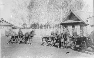 1919. Британские офицеры в деревне под Екатеринбургом