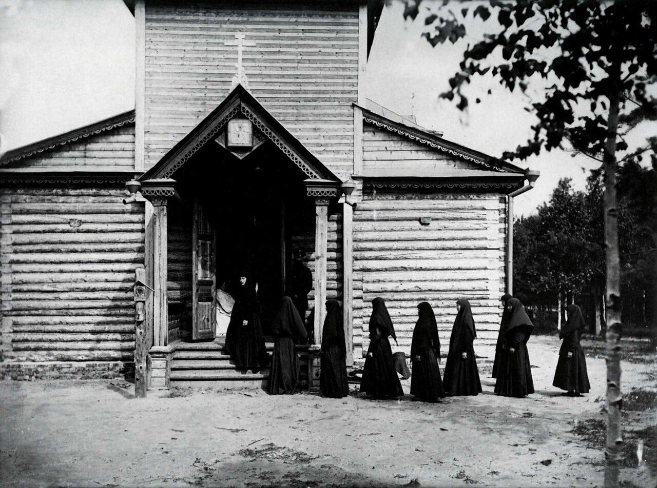 Никольский женский монастырь в селе Подлесове. Паперть церкви Святителя Николая Чудотворца 1904.