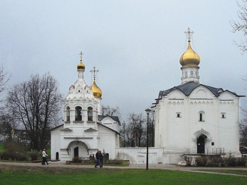 Введенская и Пятницкая церкви.jpg