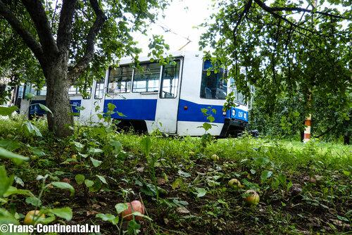 трамвайное депо в яблоневом саду