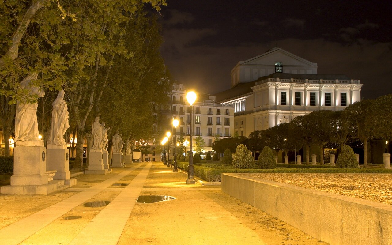 Night Madrid. Sculptures of the Plaza Oriente and the Royal theater
