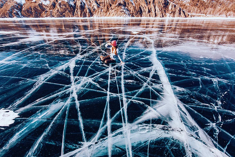 Жили мы в поселке Листвянка, на границе Байкала и реки Ангары, льда и воды. Мы даже катались по кром