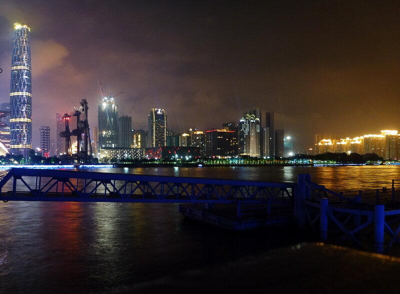 За Жемчужной рекой, Гуанчжоу.