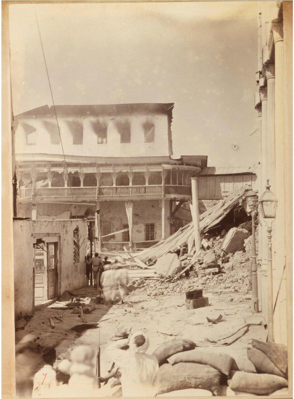 Разрушения в районе дворцового комплекса