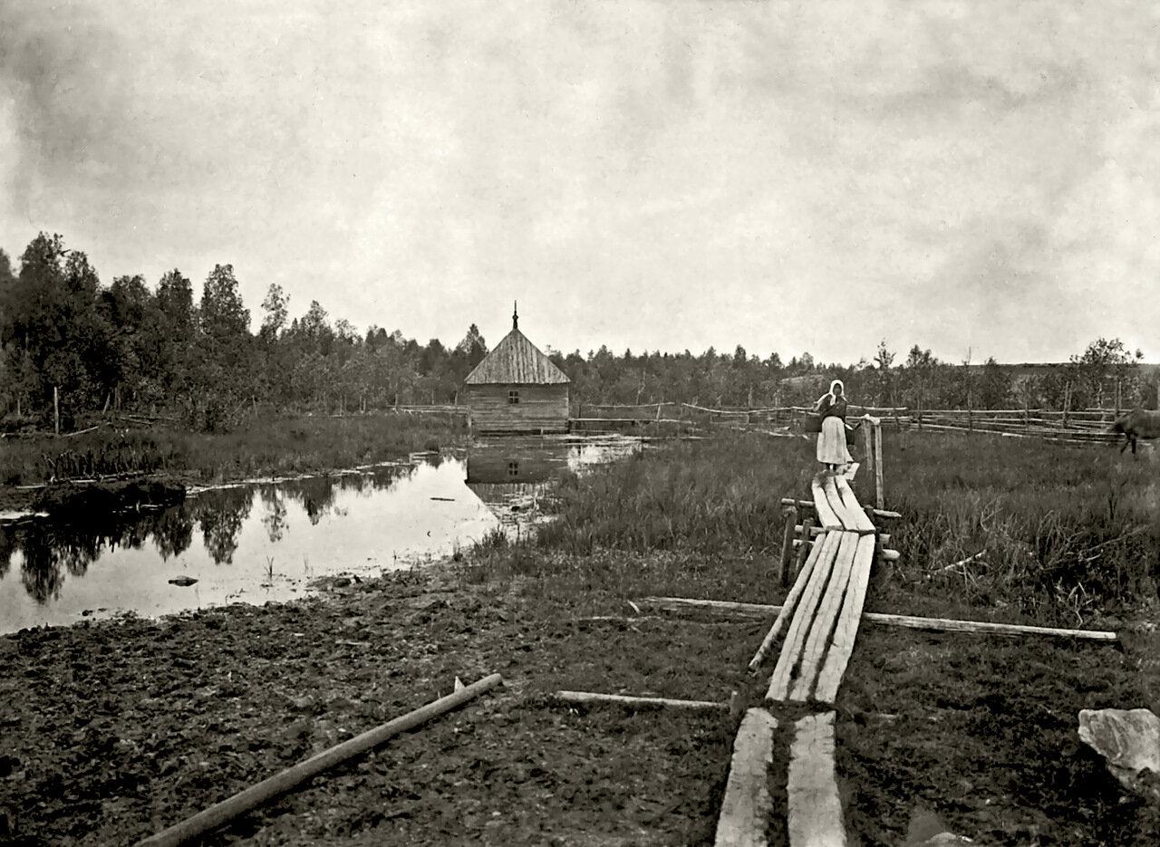 Часовня на истоке реки Волги в деревне Волгино Тверской губернии