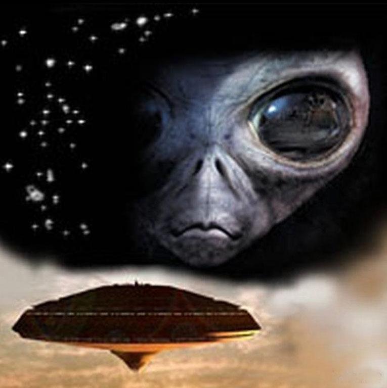 Открытки с Всемирным днём НЛО. День Уфолога. Взгляд из космоса