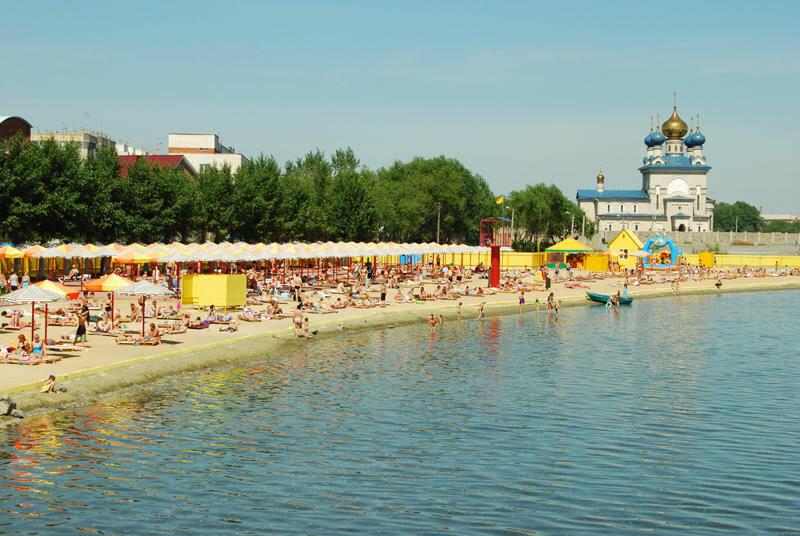 Это самый вместительный пляж в городе (24.06.2013)