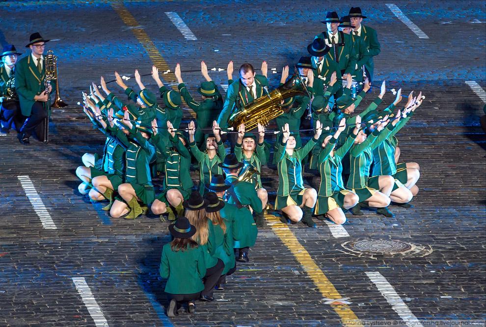 8. Итальянцы исполнили в этом году несколько отрывков из песен Челентано, российские «Очи черны