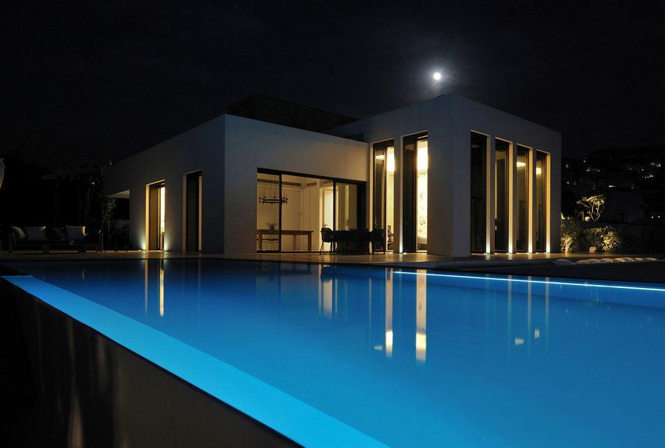 Дом в классическом стиле на берегу Средиземного моря