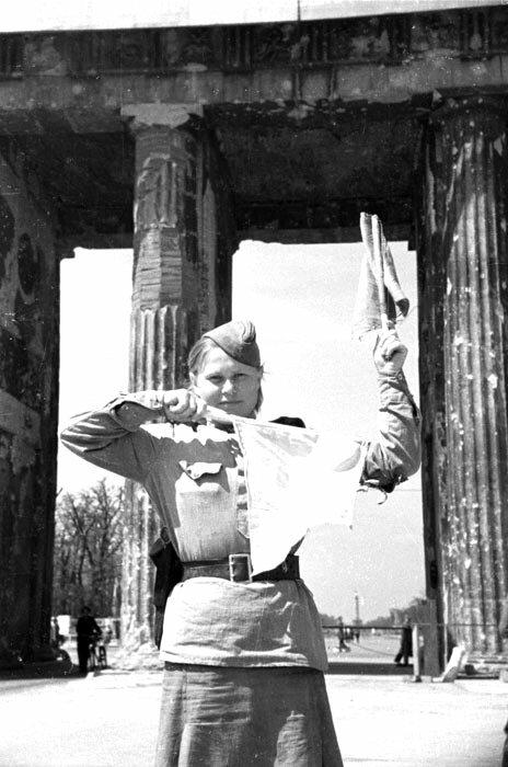 Reunion de la Commission de controle interalliee a Berlin le 5 juin 1945.