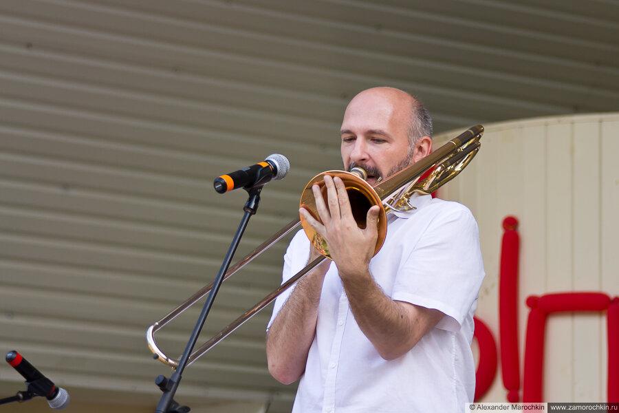 Тромбонист, соло на тромбоне