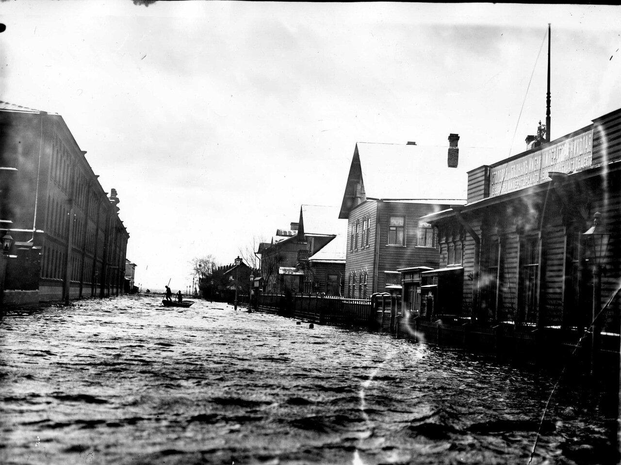 Наводнение. Большой проспект Васильевского острова. 1903 г.