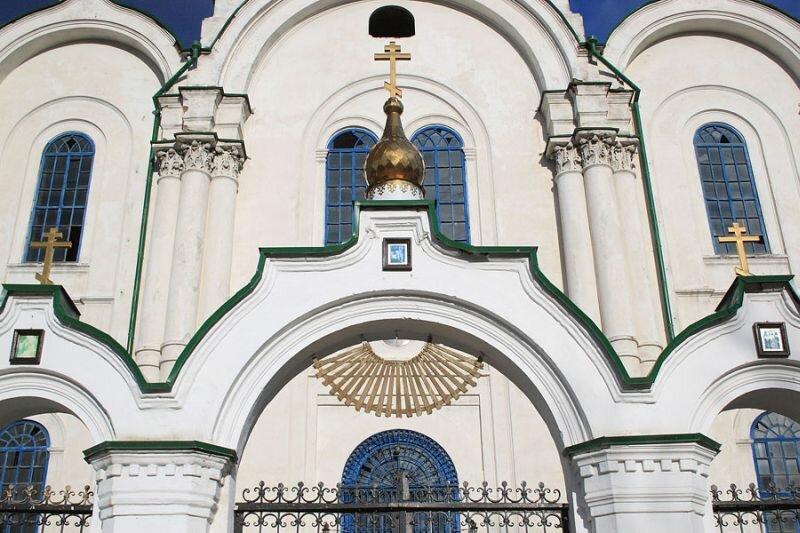 Вход в храм (31.05.2013)
