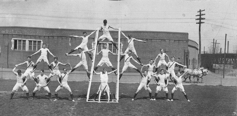 Human pyramid, gynnasts 1912