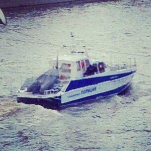 полицейский кораблик
