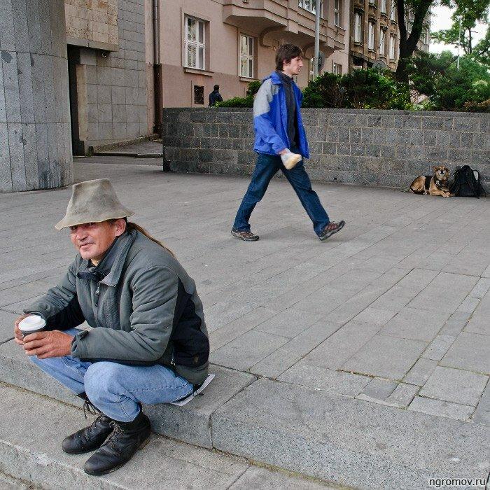 Сценка из Праги (люмпен, собака)