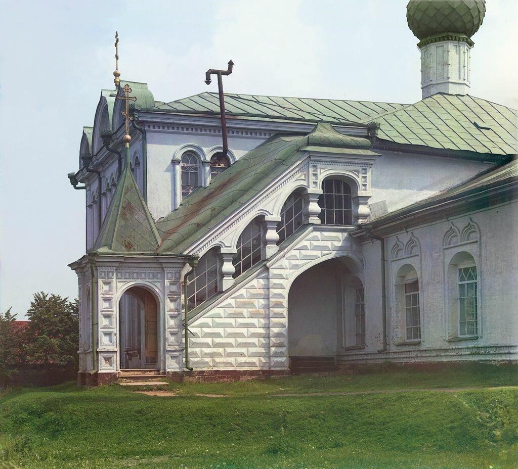 Крыльцо церкви Николы Пенского.