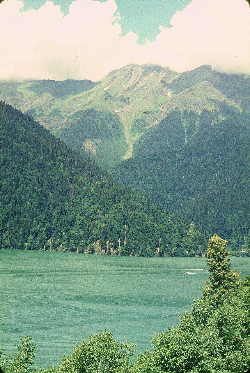 Абхазия. Озеро Рица (925м)