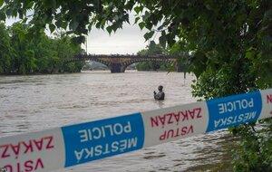 Наводнение в Праге — критический уровень воды в реке