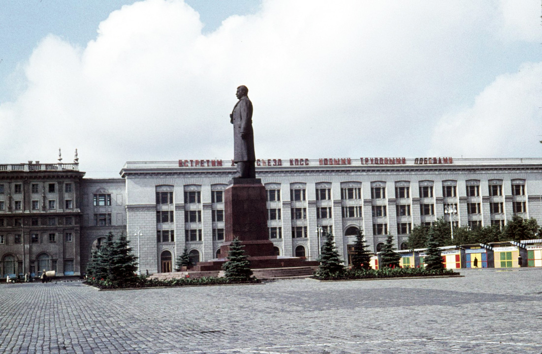Statue of Stalin in Moscow.jpg