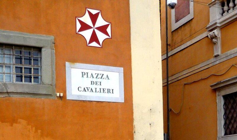 Италия 2011г. 27.08-10.09 677 - копияПлощадь Кавальери. Мальтийский крест на здании.jpg