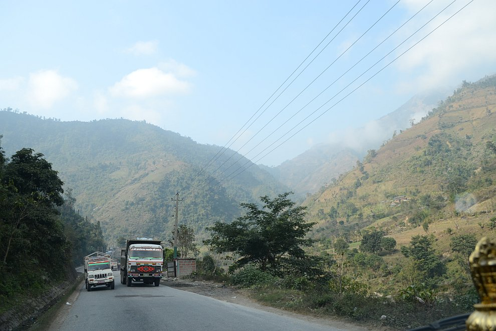Вообще что в Непале, что в Индии, много мелких ДТП, но по крупным авариям страны далеко не на первом