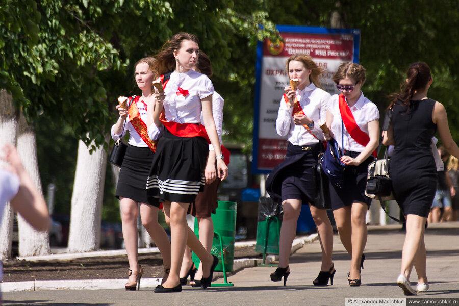 Последний звонок в Саранске - школьницы