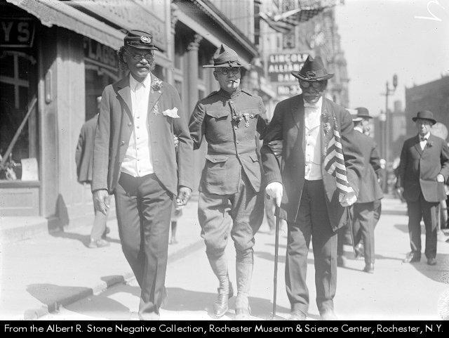 WWI veteran assists two Civil War veterans, 1922