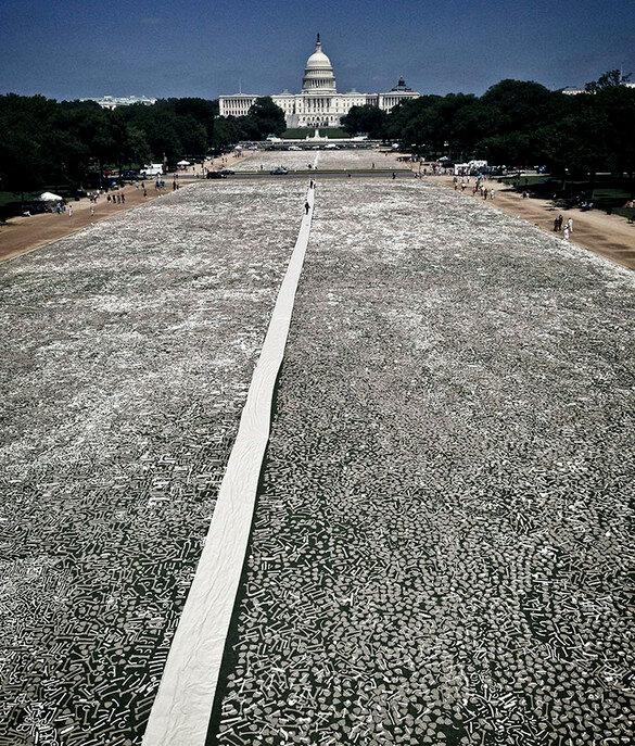 100 000 убитых людей перед Капитолием в Вашингтоне