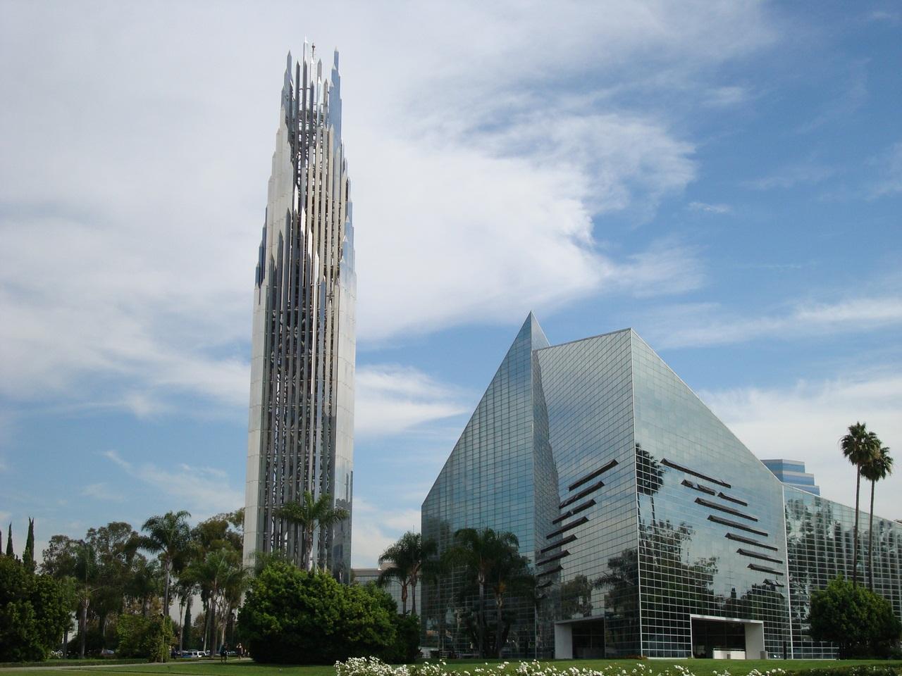 Самая голливудская церковь в мире и самое большое сооружение из стекла