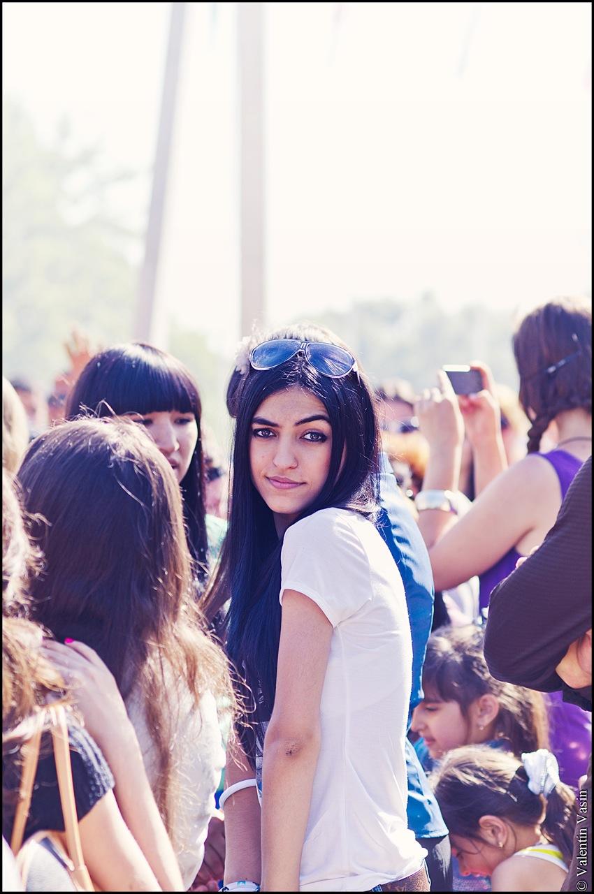 Фото кавказских девушек с айфоном