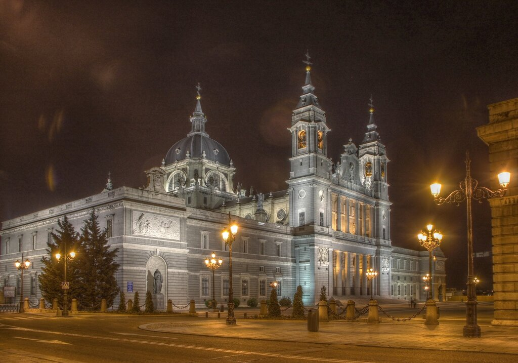 Ночной Мадрид в HDR. Катедраль де Альмудена