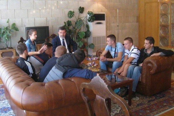 сербы, косовские дети, посольство Сербии