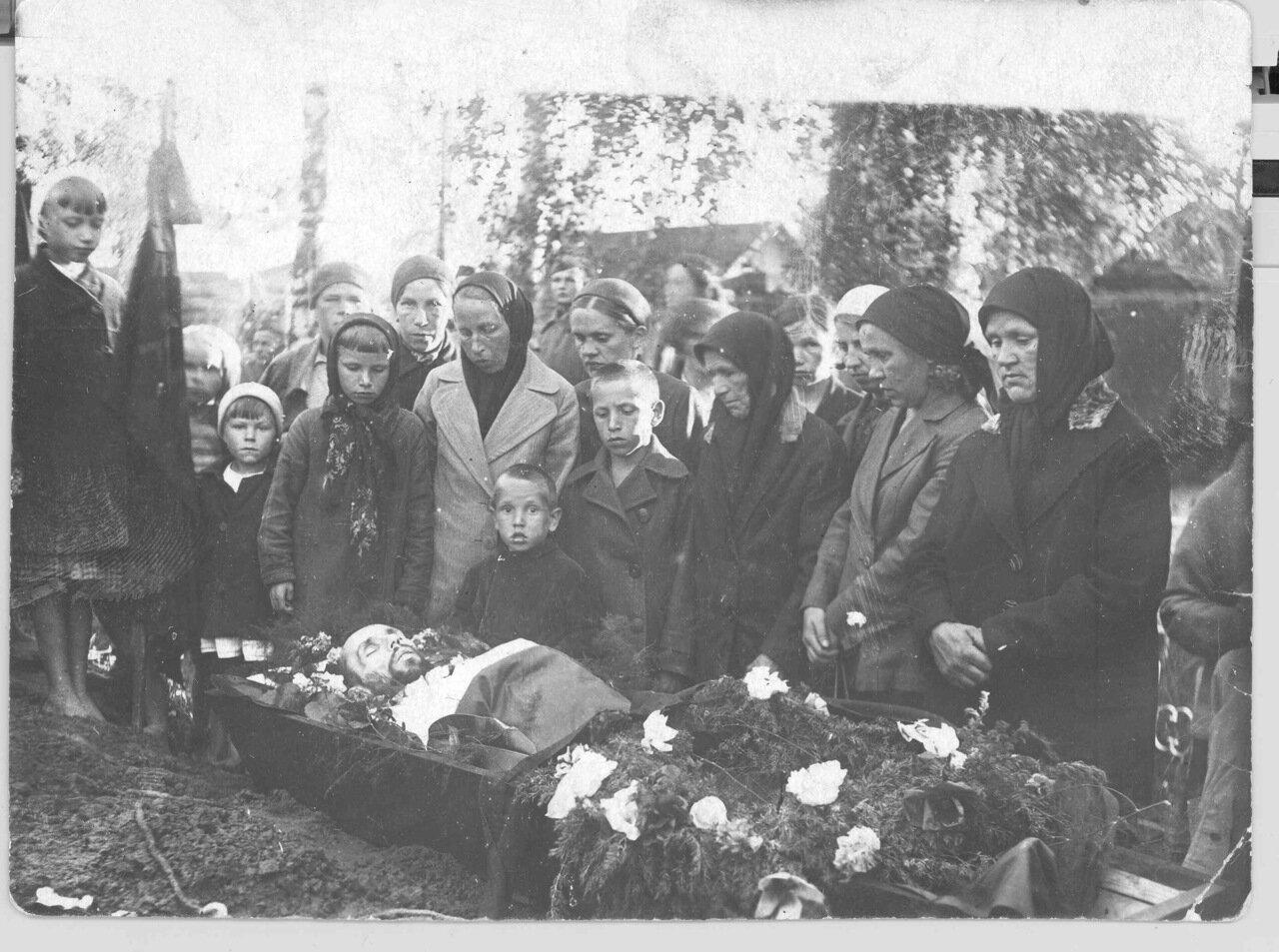 Похороны деда Алексея Александровича 1 июля 1942.