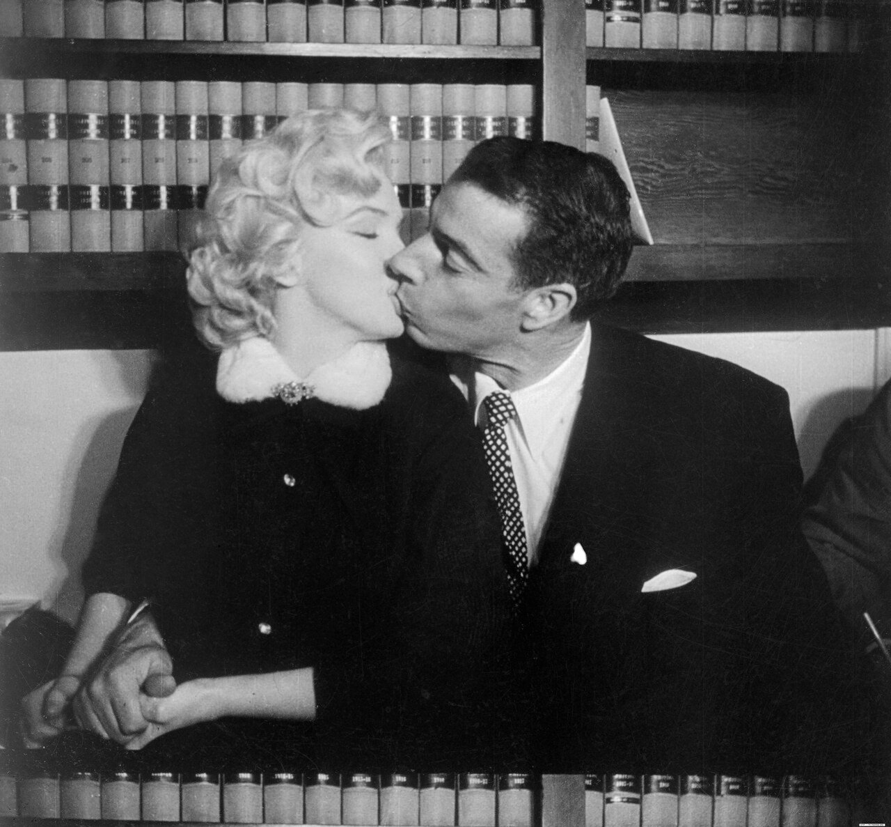 Marilyn Monroe Kissing Joe DiMaggio