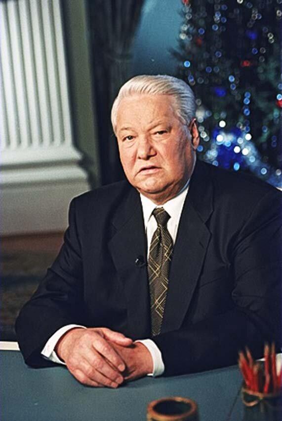 Борис Ельцин объявляет на  ТВ о досрочной отставке и о временной передаче Власти Председателю Правительства РФ Владимиру Путину. 31 декабря 1999
