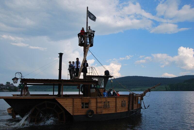 Пиратское судно (20.06.2013)