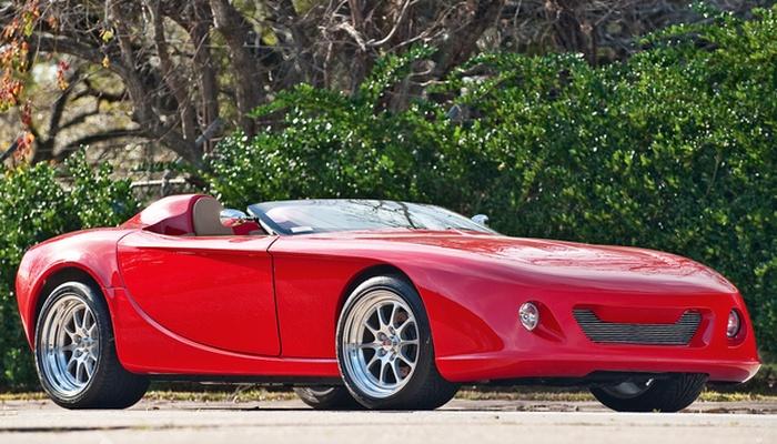 Еще один премиальный спортивный автомобиль — GDT Speedster. Машина была выпущена в 1994 году и