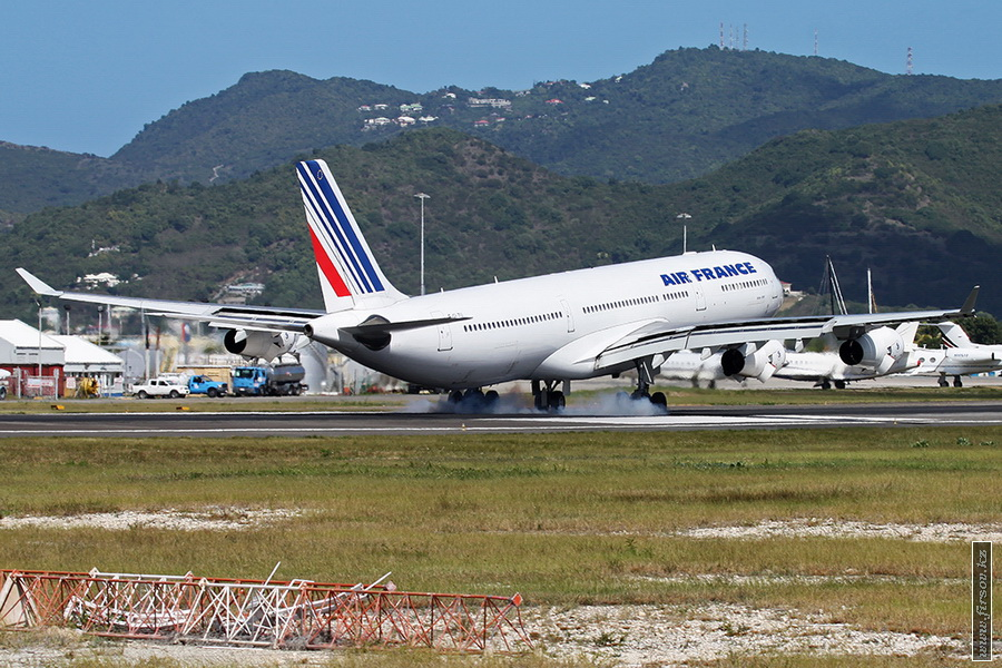 A-340_F-GLZU_Air_France_3_SXM_for_zps891940ce.JPG