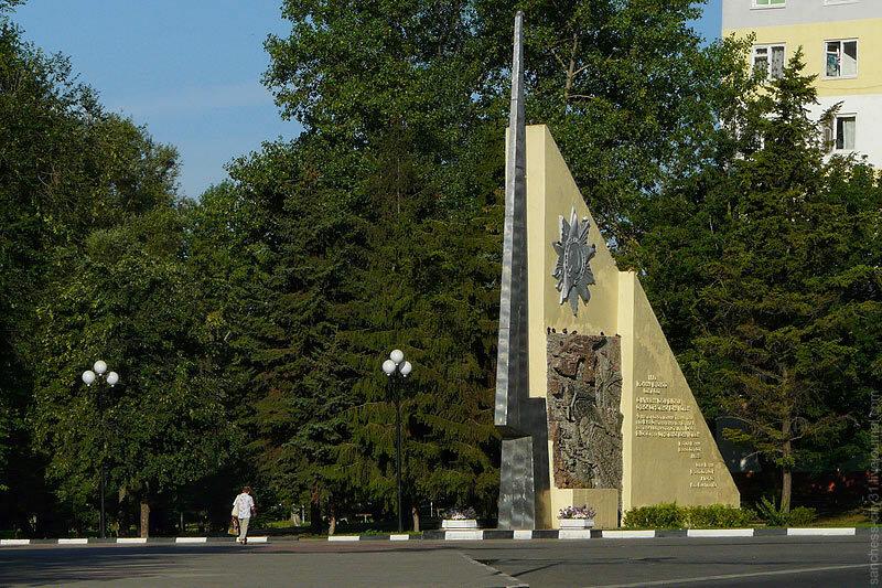 Памятная стела у входа в парк Победы, Белгород, 2011 (Sanchess)