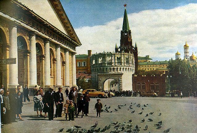 У Троицких ворот, 1957.