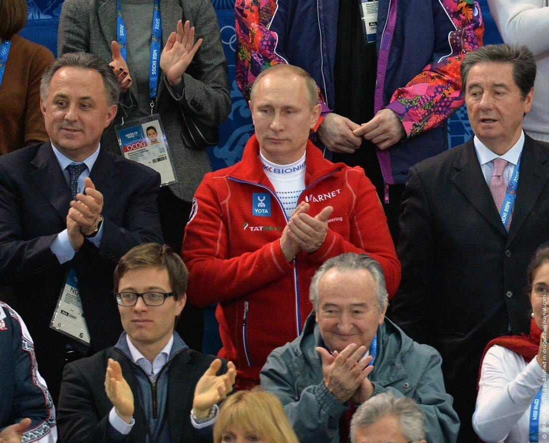 Во время выступления Плющенко и Липницкой зал был забит до отказа и их выступления приветствовали стоя. В том числе Владимир Путин.