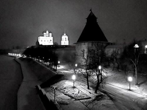 Псковский Кремль зимним вечером