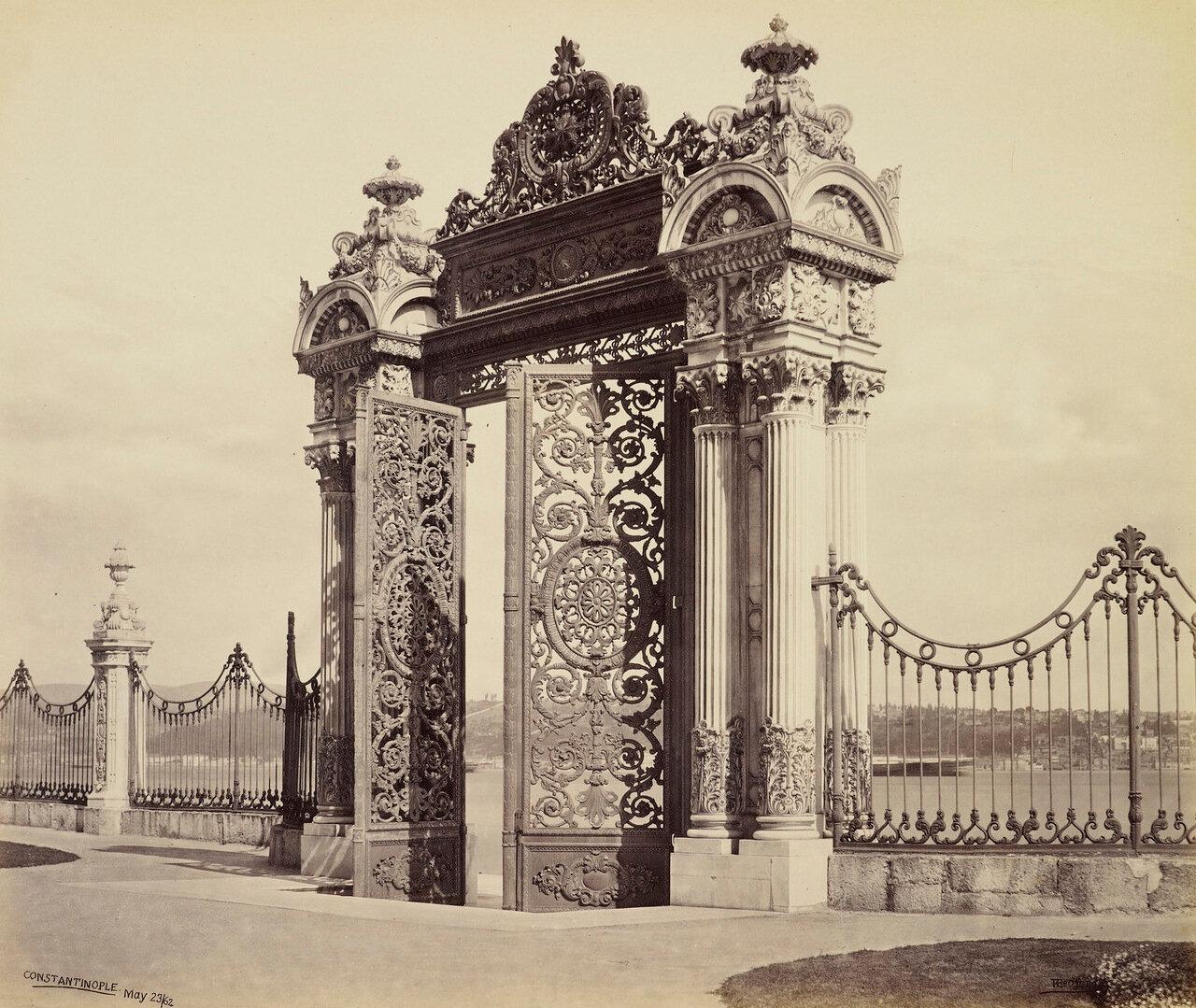 23 мая 1862. Речные ворота. Дворец Долмабахче. Константинополь