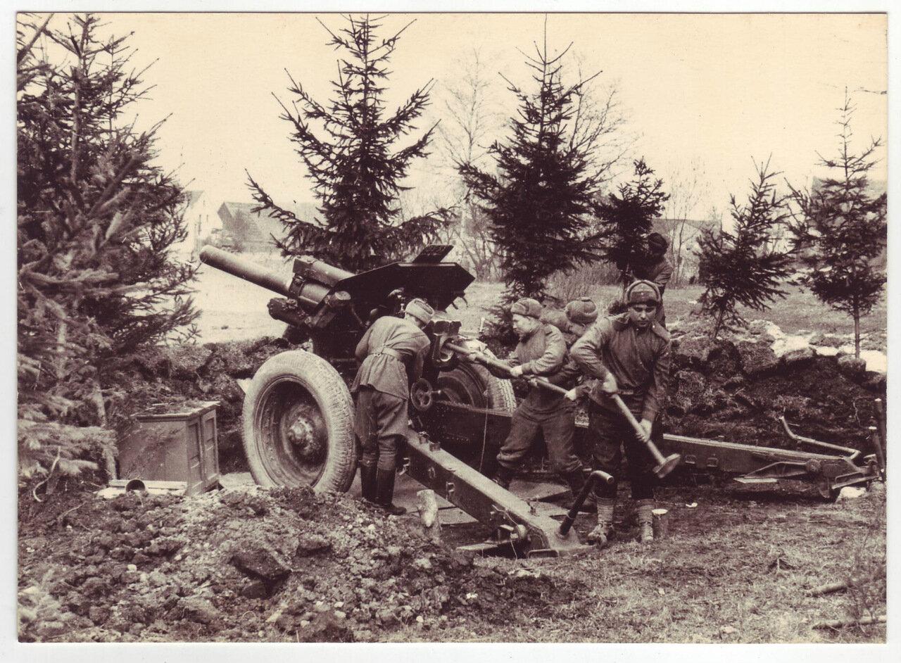 Артиллеристы в бою