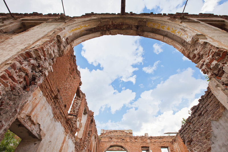 Руины дворца князя Вяземского, что на Наре