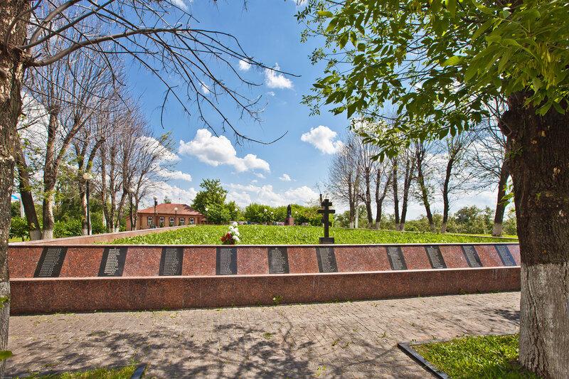 Мемориал павшим серпуховчанам в ВОВ на Красной горе в Серпухове